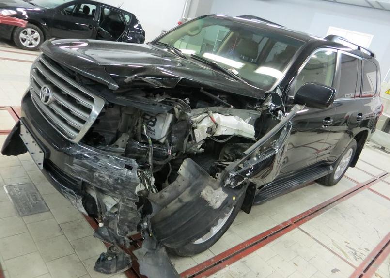 Кузовной ремонт автомобилей премиум класса в Красноярске  Кузовной ремонт автомобилей премиум класса в Красноярске tlc200
